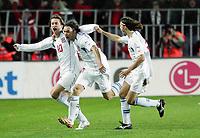 Fotball<br /> Play off VM 2006<br /> Tsjekkia v Norge <br /> Czech Republic v Norway<br /> 16.11.2005<br /> Foto: Morten Olsen, Digitalsport<br /> <br /> The Czech team celebrating 1-0. L-R: Tomas Rosicky - Marek Jankulovski and Tomas Ujfalusi