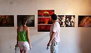 Tiradentes_MG. 16 de fevereiro de 2011...FOTO EM PAUTA TIRADENTES..Cobertura do festival de fotografia Foto em Pauta que acontece no período de 16 a 20 de fevereiro de 2011, compreendendo diversas atividades: exposicoes, oficinas, palestras, debates, projecoes de fotografias e atividades educativas voltadas para a comunidade local.O festival surge depois de sete anos de sucesso do projeto FOTO EM PAUTA, que acontece na capital mineira desde 2004 e ja apresentou o trabalho de mais de 40 fotografos brasileiros. Alem de Belo Horizonte, o Foto em Pauta ja circulou por doze estados brasileiros...Detalhe da II Mostra da fotografia mineira, que reuniu 100 autores, montada no Centro Cultural Ives Alves e no IPHAN...Foto: RODRIGO LIMA / NITRO.