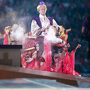 NLD/Amsterdam/20130526 - Toppers in Concert 2013, Jeroen van der Boom, Gerard Joling en Rene Froger op een vliegend tapijt