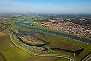 Nederland, Overijssel, Gemeente Deventer, 03-10-2010; zicht op De Ossenwaard, oostoever van de IJssel net voorbij het centrum van de stad. Op deze lokatie is het laatste deel van de hoogwatergeul gepland..Floodplain Ossewaard where a flood channel is planned..luchtfoto (toeslag), aerial photo (additional fee required).foto/photo Siebe Swart