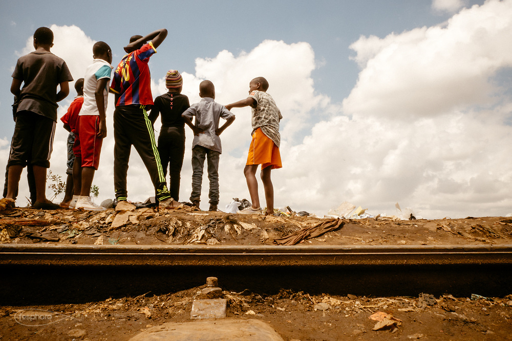 "Kenia 2017: Nairobi. Un gruppo di ""Mdugu Ndogo"" ragazzi ""recuperati"" dalla strada in giro per Kibera"