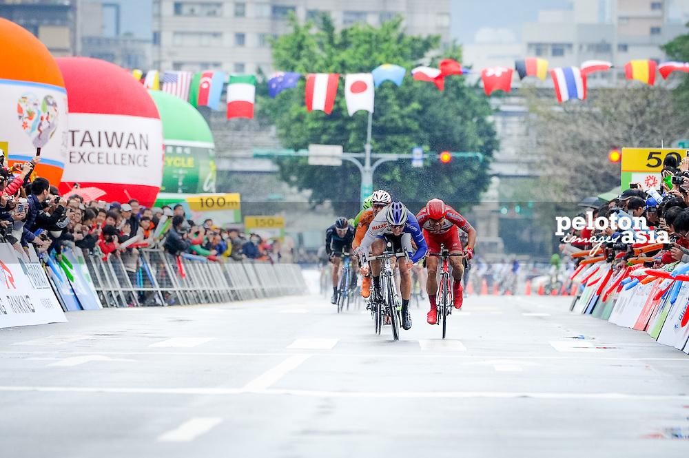 2014 Tour de Taiwan / stage1 / Taiwan / KEOUGH Luke (USA) / UnitedHealthcare / WIPPERT Wouter (NED) / Drapac Professional Cycling / sprint /rain