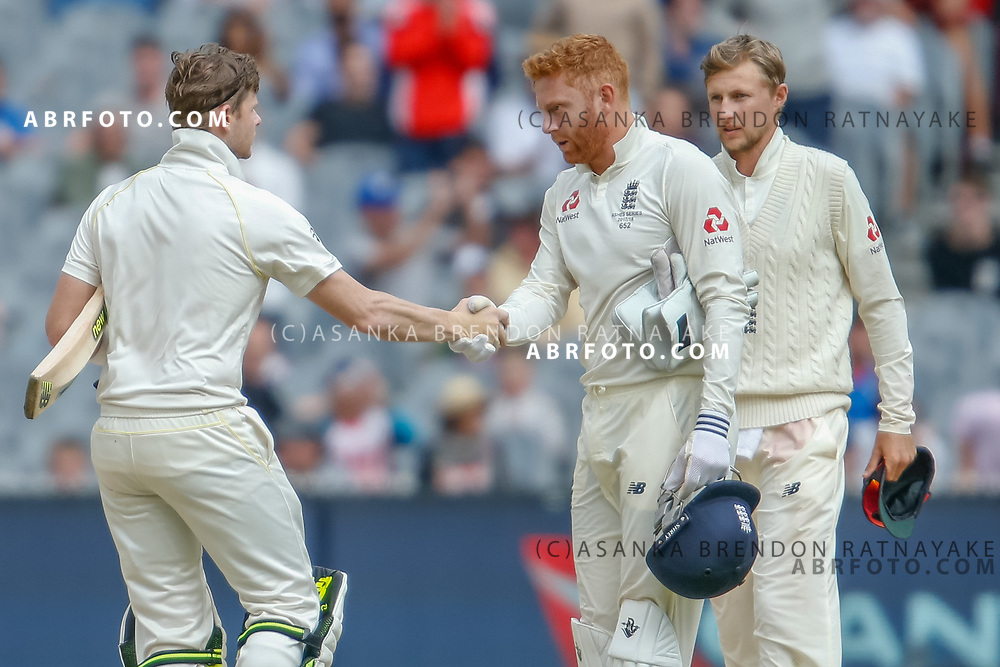 Steve Smith shakes hands with Jonny Bairstow at the conclusion of play during day 5 of the 2017 boxing day test.