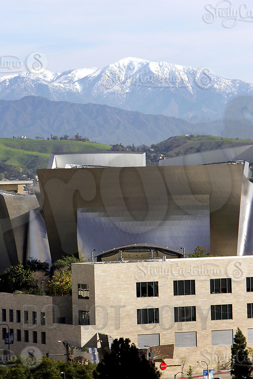 Jan 16, 2005; Los Angeles, CA, USA; Downtown Los Angeles city scape. View of  the Walt Disney Concert Hall on 1st and Hope Streets, designed by Frank Gehry with snow on the mountains behind in the background. Scenic view of downtown LA skyline from inside the city. <br />Mandatory Credit: Photo by Shelly Castellano/ZUMA Press.
