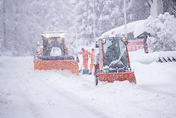 THEMENBILD - Arbeiter der Tiroler Landesstrassenverwaltung (Land Tirol) bei Schneeräumarbeiten. Von Sonntag 13. Jänner auf Montag 14. Jänner 2019 sind in Kals erhebliche Mengen Schnee gefallen. Kals am Großglockner, Österreich am Montag, 14. Jänner 2019 // Worker of the Tiroler Landesstrassenverwaltung (Land Tirol) during snow removal work. From Sunday 13th January to Monday 14th January 2019, significant amounts of snow have fallen in Kals. Monday, January 14, 2019 in Kals am Grossglockner, Austria. EXPA Pictures © 2019, PhotoCredit: EXPA/ Johann Groder