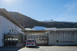 28.02.2019, Innsbruck, AUT, FIS Weltcup Langlauf, nach der gestrigen Doping Razzia in den Unterkünften der ÖSV Athleten und einem benachbarten Ferienhaus (Villa Seefeld) in welchem mutmaslich Blutdoping bei den Sportlern angewandt wurde.<br /> Zwei Athleten des ÖSV wurden dabei von der Polizei Festgenommen, einer der Beiden Verahfteten wurde dabei laut Auskunft der Polizei, auf frischer tat ertappt, im Bild Polizeiauto vor Haupttor der Justizanstalt Innsbruck // police car in front of main gate of Innsbruck Prison after yesterday's doping raid in the accommodations of the ÖSV athletes and a neighboring holiday home (Villa Seefeld) in which presumptive blood doping was applied to the athletes.<br /> Two athletes of the ÖSV were arrested by the police. One of the two men was detained, according to the police, and caught red-handed. FIS Nordic Ski World Championships 2019. Innsbruck, Austria on 2019/02/28. EXPA Pictures © 2019, PhotoCredit: EXPA/ Johann Groder