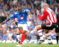 Fotball<br /> FA Barclays Premiership<br /> Portsmouth v Southampton<br /> 24. april 2005<br /> Foto: Digitalsport<br /> NORWAY ONLY<br /> Portsmouth's Lua Lua scores the fourth goal.