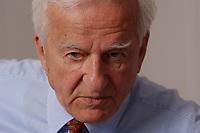 17 JUL 2003, BERLIN/GERMANY:<br /> Richard von Weizsaecker, Bundespraesident a.D., waehrend einem Interview, in einem Besprechungsraum seines Bueros, Magnushaus<br /> IMAGE: 20030717-01-015<br /> KEYWORDS: Richard von Weizsäcker