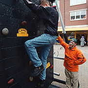Aankomst triathlon 2000 Huizen, klimwand van Camel