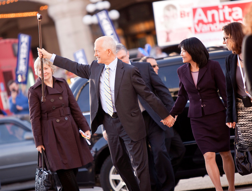NDP leader Jack Layton and his wife Olivia Chow arrive for the english language debate in Ottawa, Ontario April 12, 2011.<br /> AFP/GEOFF ROBINS/STR