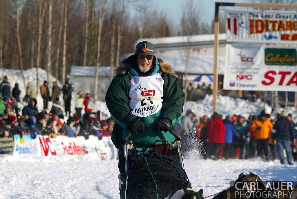 3/4/2007:  Willow, Alaska -  Veteran Eric Rogers of Eagle River, AK begins the 35th Iditarod Sled Dog Race