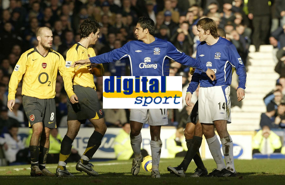 Photo: Aidan Ellis.<br /> Everton v Arsenal. The Barclays Premiership. 21/01/2006.<br /> Everton's Tim Cahill keeps Kevin Kilbane and Asrenal's Francesc Fabregas apart as tempers fray in the first half