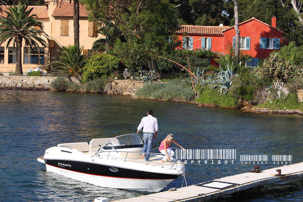 CRUISING WITH A BAYLINER AVENTI-SOUTH OF FRANCE