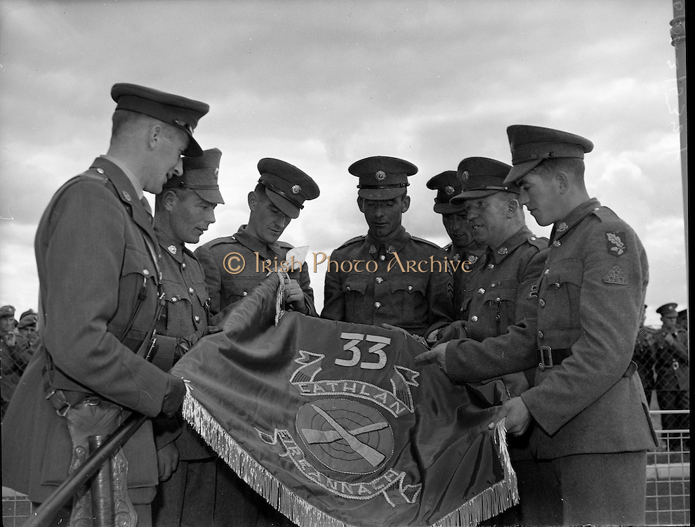 The 33rd Battallion prepare for deployment to the Congo as part of a U.N. peace-keeping mission, at the Curragh, Co. Kildare..16.08.1960