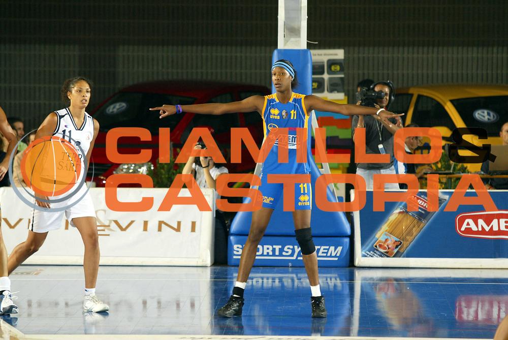 DESCRIZIONE : Taranto Lega A1 Femminile 2005-06 Terra Sarda Alghero Stem Marine Parma <br /> GIOCATORE : Snow <br /> SQUADRA : Stem Marine Parma <br /> EVENTO : Campionato Lega A1 Femminile  2005-2006 <br /> GARA : Terra Sarda Alghero Stem Marine Parma <br /> DATA : 02/10/2005 <br /> CATEGORIA : <br /> SPORT : Pallacanestro <br /> AUTORE : Agenzia Ciamillo-Castoria