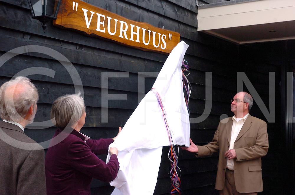 060421, lemele,ned<br /> Opening Veurhuus door mevr. Immink(L) en Bert Durink<br /> fotografie frank uijlenbroek&copy;2006 frank uijlenbroek