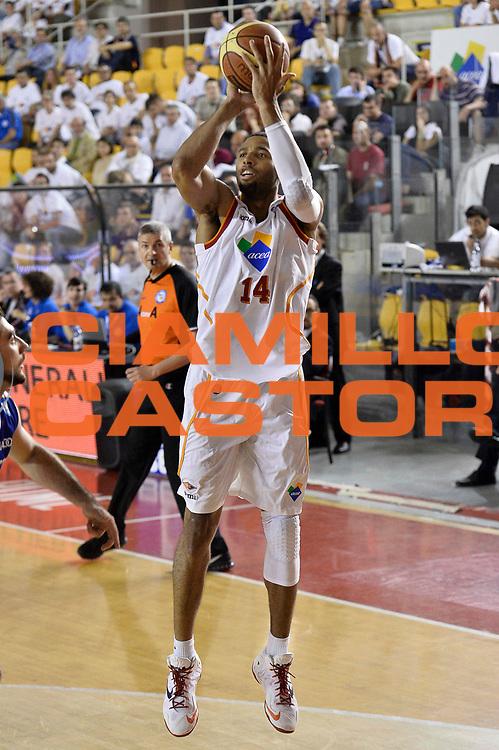 DESCRIZIONE : Roma quarti di finale gara 3 playoff 2013-2014 Acea Roma Acqua Vitasnella Cant&ugrave;<br /> GIOCATORE : Quinton Hosley<br /> CATEGORIA : Tiro<br /> SQUADRA : Acea Virtus Roma<br /> EVENTO : quarti di finale gara 3 playoff 2013-2014<br /> GARA : Acea Roma Acqua Vitasnella Cant&ugrave;<br /> DATA : 24/05/2014<br /> SPORT : Pallacanestro <br /> AUTORE : Agenzia Ciamillo-Castoria/GiulioCiamillo<br /> Galleria : playoff 2013-2014<br /> Fotonotizia : Roma quarti di finale gara 3 playoff 2013-2014 Acea Roma Acqua Vitasnella Cant&ugrave;<br /> Predefinita :