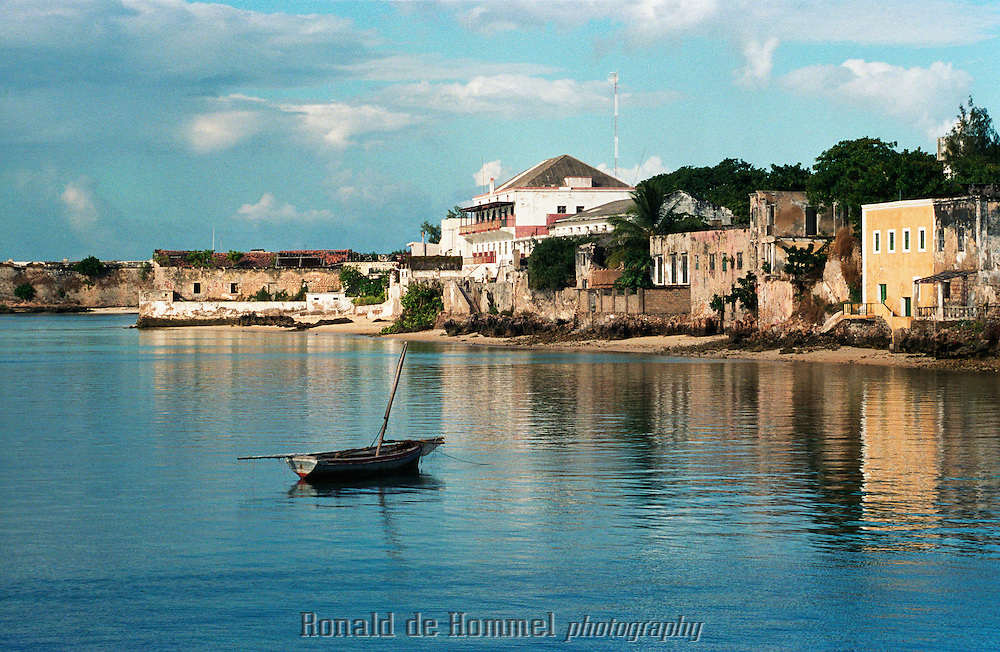 North Mozambique is an area that is not easily accessible and hence still undiscovered by tourism. Ilha do Mocambique used to be the capital of the country in Colonial days. The small city island is a gem of colonial architecture.