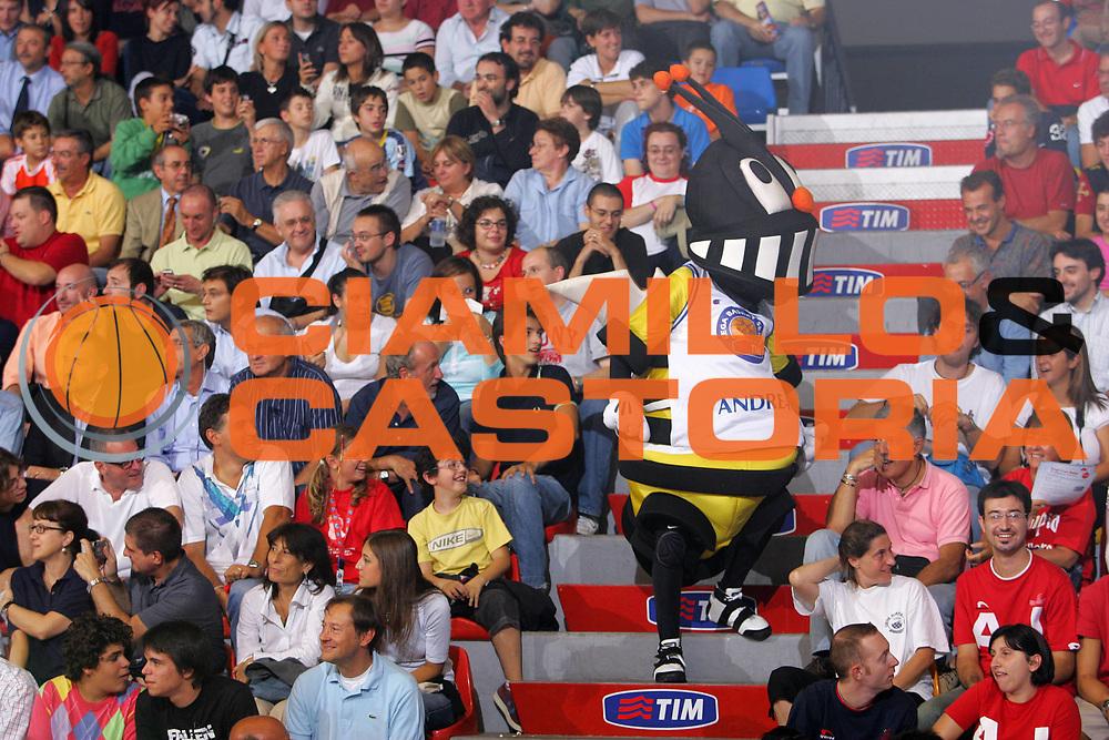 DESCRIZIONE : Milano Precampionato Lega A1 2006-07 Trofeo Tim <br /> GIOCATORE : Ape Andrea Mascotte Tifosi <br /> SQUADRA : <br /> EVENTO : Precampionato Lega A1 2006-2007 Trofeo Tim <br /> GARA : Eldo Napoli Benetton Treviso <br /> DATA : 19/09/2006 <br /> CATEGORIA : Ritratto <br /> SPORT : Pallacanestro <br /> AUTORE : Agenzia Ciamillo-Castoria/S.Silvestri
