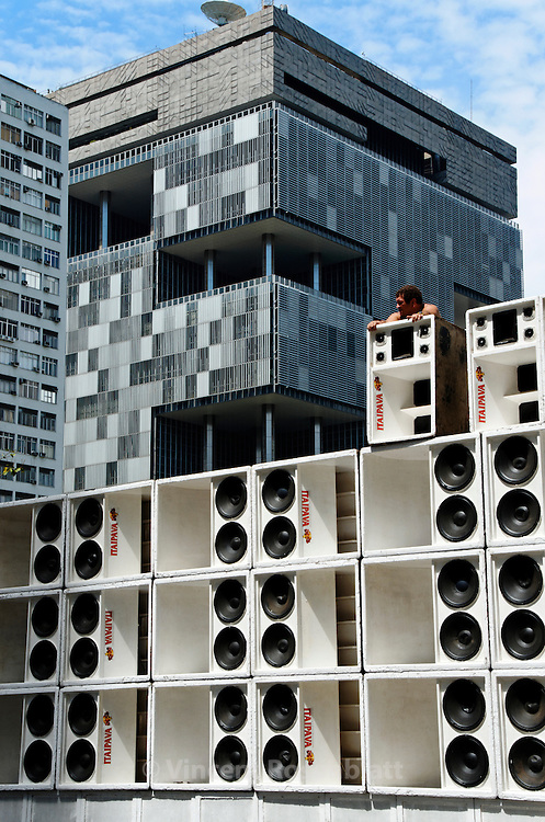 "Assembly of the giant Furacão (""hurricane"") soundsystem. For the first time in Baile Funk history, 10 soundsystem occupied the heart of the historic center of Rio de Janeiro for the 1st ""Funk Parade""; sound from the periphery & favelas celebrated at the Largo da Carioca. In the background, the Petrobras headquarter."
