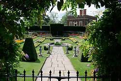UK ENGLAND SURREY HAMPTON COURT PALACE 19JUL04 - Secluded landscaped garden in the Privvy Garden at Hampton Court Palace. The Palace and its famous royal gardens were founded by King Henry VIII in the sixteenth century and were developed through the centuries by subsequent sovereigns, determined to have the most fashionable and elegant gardens of their era. 2004 is the Year of the Garden at Hampton Court Palace and it is celebrated by a series of special events like the Tudor-costumed garden tours.....jre/Photo by Jiri Rezac ....© Jiri Rezac 2004....Contact: +44 (0) 7050 110 417..Mobile:  +44 (0) 7801 337 683..Office:  +44 (0) 20 8968 9635....Email:   jiri@jirirezac.com..Web:    www.jirirezac.com....© All images Jiri Rezac 2004 - All rights reserved.