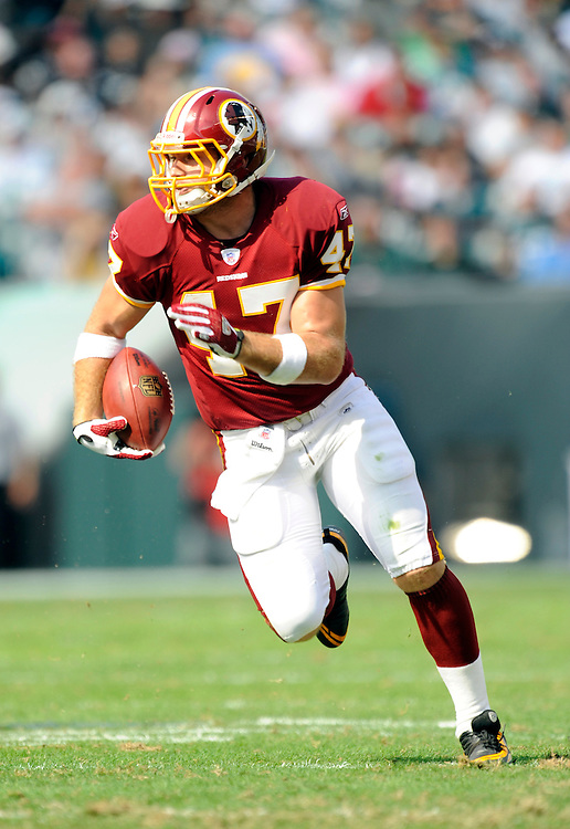 PHILADELPHIA - OCTOBER 5: Chris Cooley #47 of the Washington Redskins runs with the ball against the Philadelphia Eagles on October 5, 2008 at Lincoln Financial Field in Philadelphia, Pennsylvania. The Redskins won 23-17. *** Local Caption *** Chris Cooley