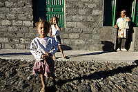 12 JAN 2006, FOGO/CAPE VERDE:<br /> Kinder von Bangaeira in der Cha das Caldeiras, am Fusse des Pico de Fogo, Fogo, Kapverdischen Inseln<br /> Children of Bangaeira into the Cha das Caldeiras, near the Pico de Fogo, Island Fogo, Cape verde islands<br /> IMAGE: 20060112-01-056<br /> KEYWORDS: Travel, Reise, Natur, nature, cabo verde, Dritte Welt, Third World, Kapverden