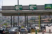 Turkije, Istanbul, 9-6-2011Straatbeeld. Verkeer op de tolweg op de grens tussen europa en azie.Foto: Flip Franssen