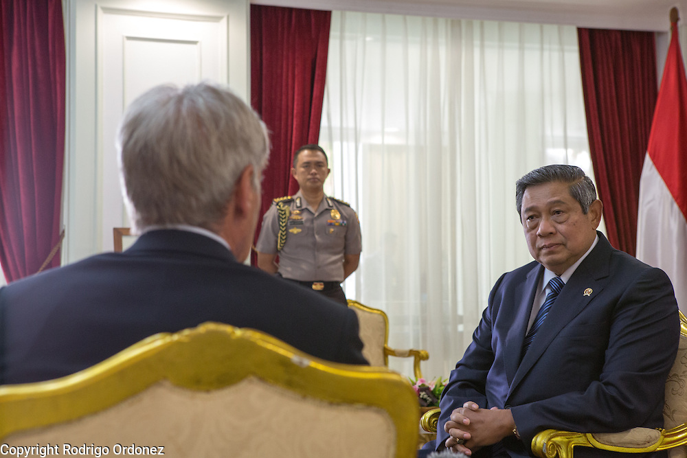 The President of Indonesia, Susilo Bambang Yudhoyono (right), listens to actor and environmental activist Harrison Ford at the Presidential Palace in Central Jakarta, Indonesia. <br /> Harrison Ford visited Indonesia to learn more about deforestation, as one of the correspondents for Showtime's new documentary series about climate change Years of Living Dangerously.