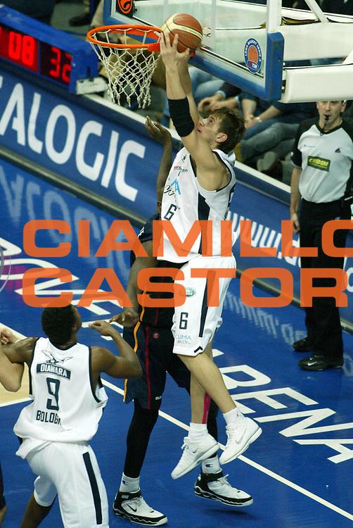 DESCRIZIONE : Bologna Lega A1 2005-06 Climamio Fortitudo Bologna Lottomatica Virtus Roma <br /> GIOCATORE : 75 <br /> SQUADRA : Climamio Fortitudo Bologna <br /> EVENTO : Campionato Lega A1 2005-2006 <br /> GARA : Climamio Fortitudo Bologna Lottomatica Virtus Roma <br /> DATA : 26/03/2006 <br /> CATEGORIA : Sequenza <br /> SPORT : Pallacanestro <br /> AUTORE : Agenzia Ciamillo-Castoria/G.Ciamillo