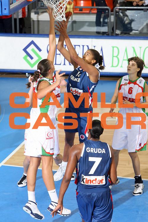DESCRIZIONE : Ortona Italy Italia Eurobasket Women 2007 Bielorussia Francia Belarus France <br /> GIOCATORE : Emmeline Ndongue <br /> SQUADRA : Francia France <br /> EVENTO : Eurobasket Women 2007 Campionati Europei Donne 2007 <br /> GARA : Bielorussia Francia Belarus France <br /> DATA : 29/09/2007 <br /> CATEGORIA : Tirio Serfina Banca <br /> SPORT : Pallacanestro <br /> AUTORE : Agenzia Ciamillo-Castoria/E.Castoria <br /> Galleria : Eurobasket Women 2007 <br /> Fotonotizia : Ortona Italy Italia Eurobasket Women 2007 Bielorussia Francia Belarus France <br /> Predefinita :