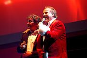 Miljonair Fair 2004 - Ondernemen is topsport<br /> De derde Miljonair Fair 2004, van 10 t/m 12 december in de RAI Amsterdam, was een daverend succes! Vier dagen lang sprankelende luxe op 20.000 vierkante meter RAI.<br /> Op de foto Gerard Joling, Gordon en Rene Froger