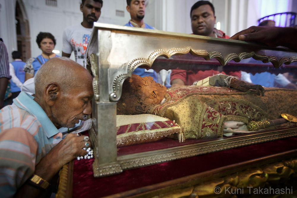Goa, India - November 22, 2014<br /> Casket of sacred relics of Saint Francis Xavier is carried from Bom Jesus Basilica to Cathedral Oswald Gracious during its 17th public exposition in Goa, India on November 22, 2014. The exposition of Saint Xavier, a Roman Catholic missionary who preached in Asia in the 16 century, is held every 10 years.<br /> (Photo by Kuni Takahashi)