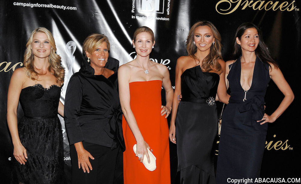 (L-R) Ali Larter, Suze Orman, Kelly Rutherford, Giuliana Rancic and Jill Hennessey pose at the 33rd Annual American Women In Radio & Television Gracie Allen Awards at the Marriott Marquis Hotel in New York City, USA on May 28, 2008.