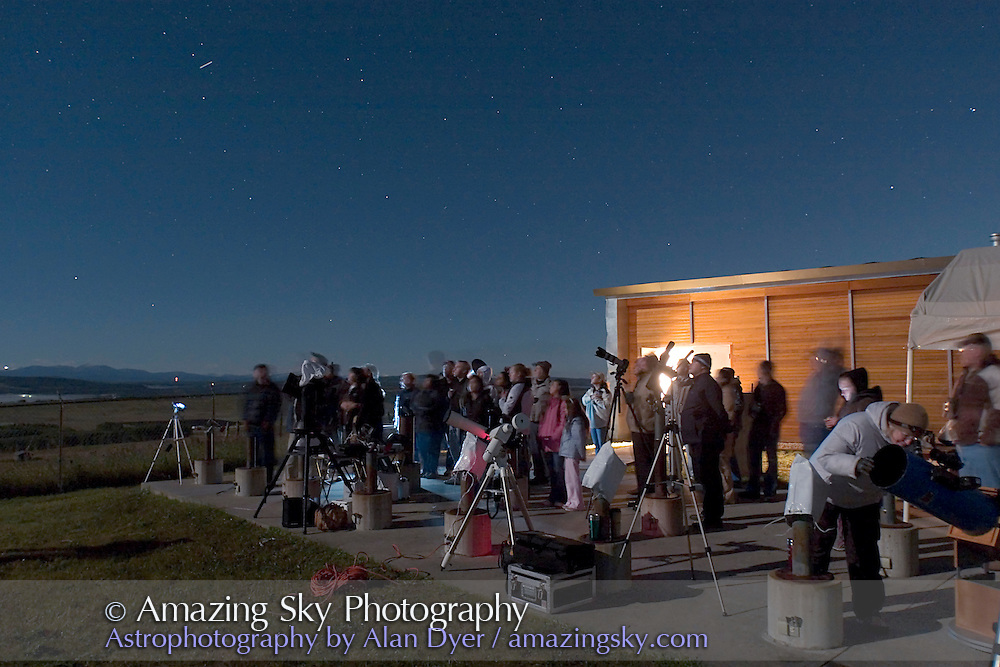 Crowd watching total lunar eclipse, Aug, 28, 2007 from Rothney Astrophysical Observatory. 5s exposure at ISO800 with 16-35mm lens at 16mm and f/2.8.