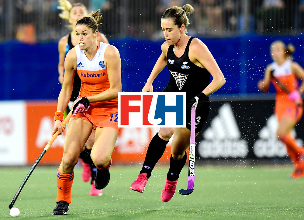 AUCKLAND - Sentinel Hockey World League final women<br /> Match id:10322<br /> 22 NED v NZL (Final)<br /> Foto: Lidewij Welten in dual with Samantha Charlton (C) <br /> WORLDSPORTPICS COPYRIGHT FRANK UIJLENBROEK