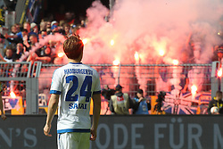 17.04.2016, Signal Iduna Park, Dortmund, GER, 1. FBL, Borussia Dortmund vs Hamburger SV, 30. Runde, im Bild Gotoku Sakai (#24, Hamburger SV) schaut entsetzt auf die Pyro-Show der HSV-Fans // during the German Bundesliga 30th round match between Borussia Dortmund and Hamburger SV at the Signal Iduna Park in Dortmund, Germany on 2016/04/17. EXPA Pictures © 2016, PhotoCredit: EXPA/ Eibner-Pressefoto/ Deutzmann<br /> <br /> *****ATTENTION - OUT of GER*****