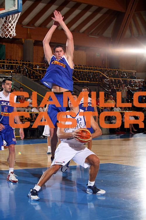 DESCRIZIONE : Bormio Trofeo Internazionale Diego Gianatti Grecia Serbia <br />GIOCATORE : Tsartsaris<br />SQUADRA : Grecia<br />EVENTO : Bormio Trofeo Internazionale Diego Gianatti Grecia Serbia <br />GARA : Grecia Serbia<br />DATA : 21/07/2006 <br />CATEGORIA :  Palleggio<br />SPORT : Pallacanestro <br />AUTORE : Agenzia Ciamillo-Castoria/S.Ceretti