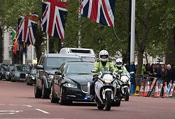 © Licensed to London News Pictures. 08/05/2015. LONDON, UK  David Cameron travesl to Buckingham Palace to visit the Queen. the day after the general election 8th May 2015. . Photo credit : Stephen Simpson/LNP