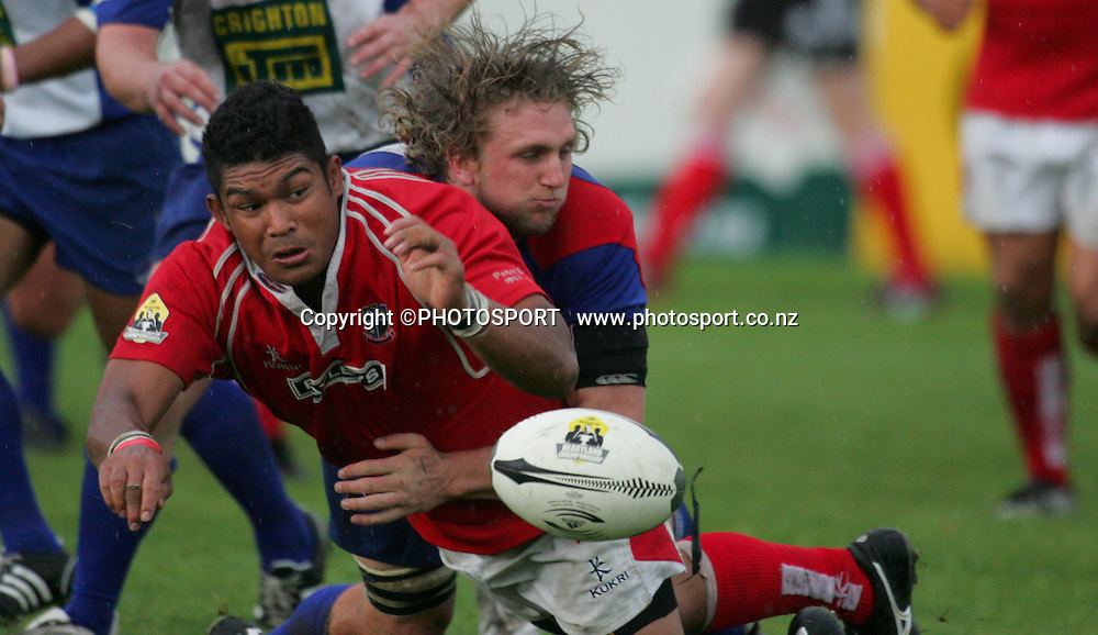 Poverty Bay's Sione Ngatu passes as he is tackled by James Oliver. Poverty Bay won 26-5. Lochore Cup Final, Poverty Bay v Horowhenua Kapiti, Gisborne, 25 October 2008,  Photo: John Cowpland/PHOTOSPORT