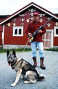 Leif Jostein Konstad, Melhus ettersøksring, S-TJFF..Topsy, født 1991, godkjent ettersøkshund Norwegian Elkhound is one of the ancient Northern spitz-type breed of dog. The National Dog of Norway. Used for hunting moose (elk). Norsk elghund grå.