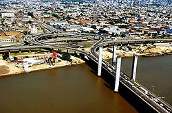 Ponte Getulio Vargas (vista aérea). Esta ponte liga a cidade de Porto Alegre e a cidade de Guaiba. Ela e famosa por ser uma ponte levadiaa. FOTO: Jefferson Bernardes/Preview.com