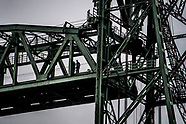 Militairen van 112 Pantsergenie Compagnie oefenen op de Koningshavenbrug (de Hef). Tijdens de oefeni