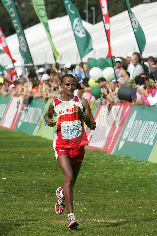 Fusi Nhlapo during the 2010 Old Mutual 2 Oceans Ultra Marathon held in Cape Town, Western Cape, South Africa on the 3 April 2010.Photo by: Ron Gaunt/ SPORTZPICS