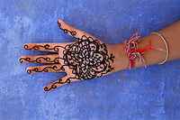 Inde, Rajasthan, Main dessiné au henné // India, Rajsthan, Hand with hanna