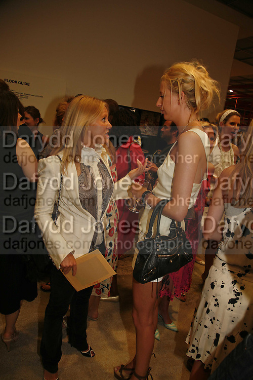 ALICE BAMFORD AND LADY  SOPHIA HESKETH, Party for House of Waris jewelry collection hosted by Daphne Guinness, Alice Bamford and Wes Anderson. Dover St. market. London. 8 June 2006. ONE TIME USE ONLY - DO NOT ARCHIVE  © Copyright Photograph by Dafydd Jones 66 Stockwell Park Rd. London SW9 0DA Tel 020 7733 0108 www.dafjones.com