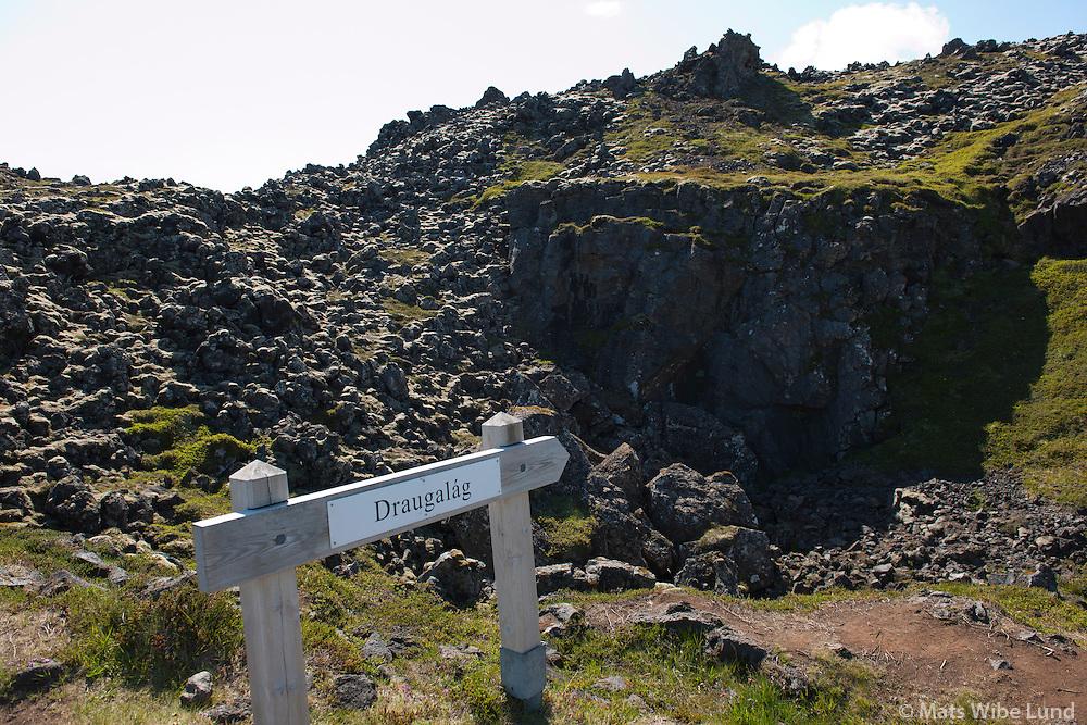 Draugalá, frá gönguleiðin á milli Arnarstapi og Hellnar, Snæfellsbær /  From the walking path between Arnarstapi and Hellnar on Snaefellsnes, near the roots of mount Stapafell, Snaefellsbaer.