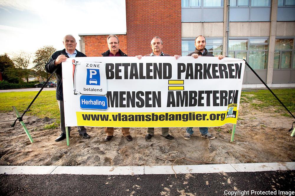 366846-protest van Vlaams Belang tegen nieuwe parking predikherenlaan-Betalend parkeren=mensen ambeteren-Predikherenlaan Lier-Taeleman Marcel, Jan Van Gorp, Walter Mariën en Olivier Peeters