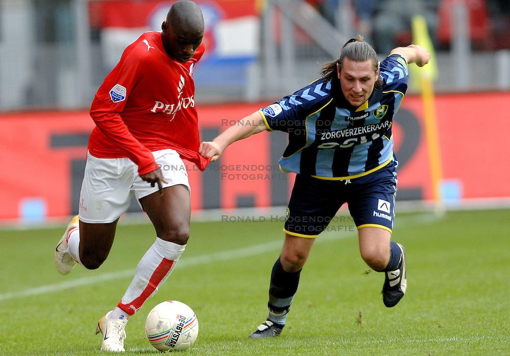 22-10-2006 VOETBAL: UTRECHT - DEN HAAG: UTRECHT<br /> FC Utrecht wint in eigenhuis met 2-0 van FC Den Haag /  Pascal Bosschaart en Marc Antoine Fortune<br /> &copy;2006-WWW.FOTOHOOGENDOORN.NL