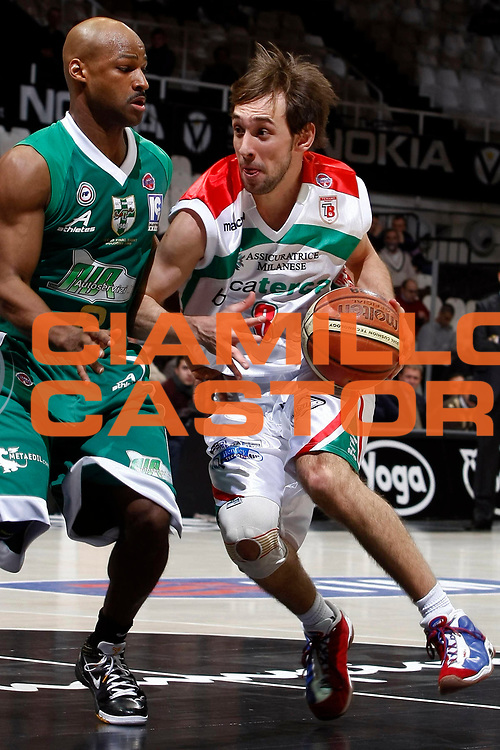DESCRIZIONE : Bologna Final Eight 2009 Quarti di Finale Air Avellino Bancatercas Teramo<br /> GIOCATORE : Giuseppe Poeta<br /> SQUADRA : Bancatercas Teramo<br /> EVENTO : Tim Cup Basket Coppa Italia Final Eight 2009 <br /> GARA : Air Avellino Bancatercas Teramo<br /> DATA : 19/02/2009 <br /> CATEGORIA : palleggio<br /> SPORT : Pallacanestro <br /> AUTORE : Agenzia Ciamillo-Castoria/P.Lazzeroni<br /> Galleria : Final Eight 2009 <br /> Fotonotizia : Bologna Final Eight 2009 Quarti di Finale Air Avellino Bancatercas Teramo<br /> Predefinita :